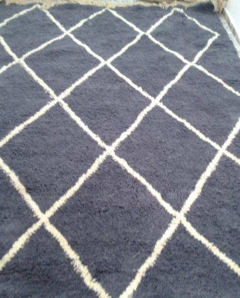 WHITE ON GRAY BENI OURAIN RUG